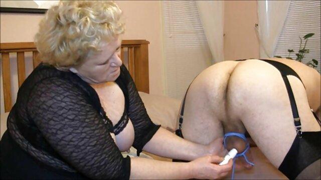 Porno caliente sin registro  Pelirroja caliente peliculas porno en español latino gratis con gafas se folla a un mayor en la bañera de hidromasaje